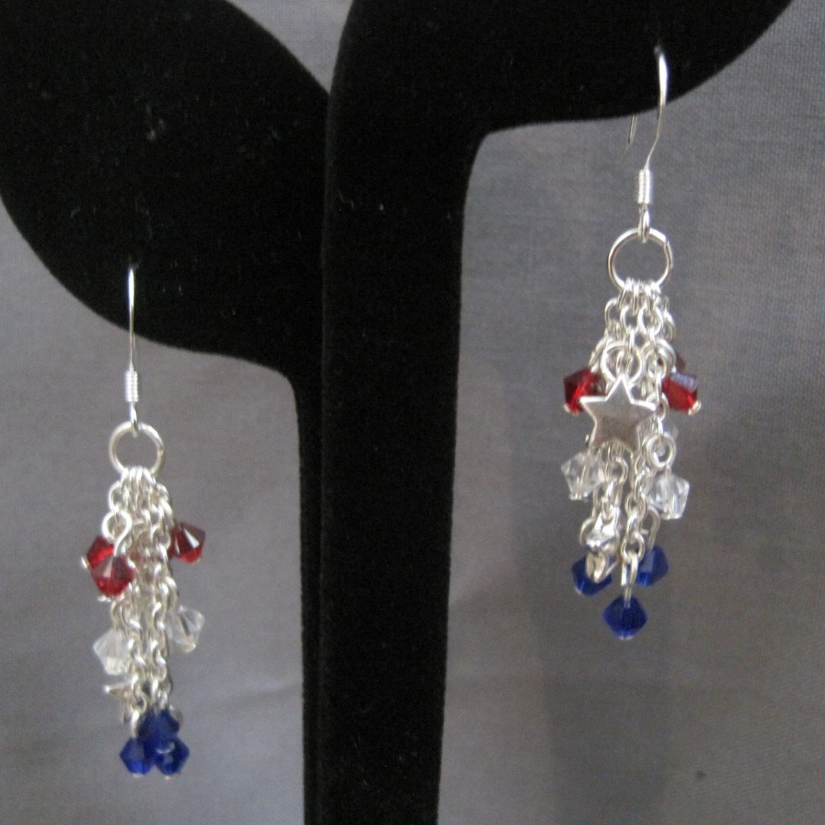 Patriotic Dangle Earrings, Red, white, Blue, Silver Stars and Silver Chains. NE1-010